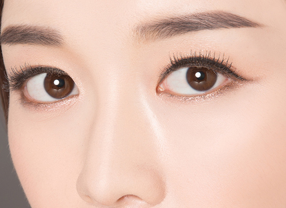 Draw a good eyeliner in four easy steps